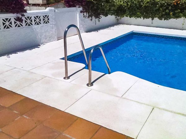 acceso piscina malaga