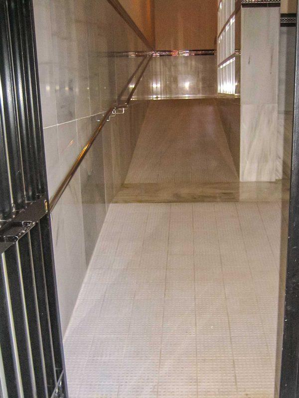 reforma acceso portal malaga