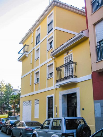 rehabilitacion fachada amarilla
